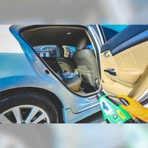 พ่นน้ำยาฆ่าเชื้อป้องกันโควิด-19 ภายในรถ